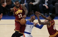 LeBron James plays defense on Knicks Carmelo Anthony