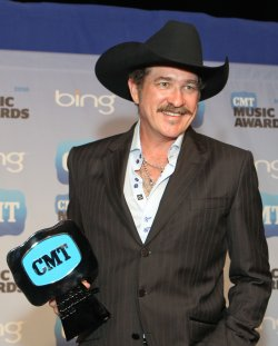 Brooks and Dunn winCMT Award in Nashville