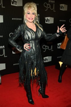 "Dolly Parton arrives to the ""VH1 Divas Celebrates Soul"" concert in New York"