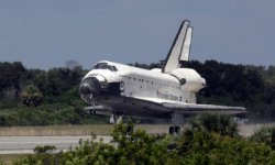 NASA'S SPACE SHUTTLE ENDEAVOUR LANDS AT THE KENNEDY SPACE CENTER