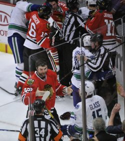 Blackhawks Scott talks to referee as players scuffle in Chicago