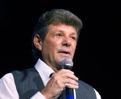FRANKIE AVALON AND BOBBY RYDELL PERFORM AT THE BOULEVARD CASINO NEAR VANCOUVER