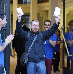 Apple launches iPhone 6 and iPhone 6 Plus in Paris
