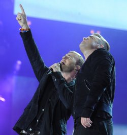 Robbie Williams and Gary Barlow perform in London