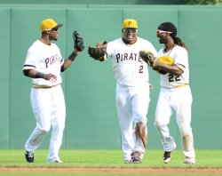 Pirates Defeat Cubs 3-2 in Pittsburgh
