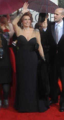 Sophia Loren arrives at the 67th annual Golden Globe Awards