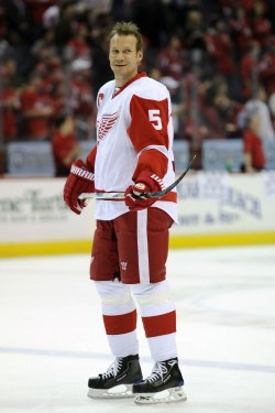 Nicklas Lidstrom Warms Up in Washington, DC