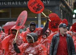 Fast Food Workers Protest Low Wages in Chicago