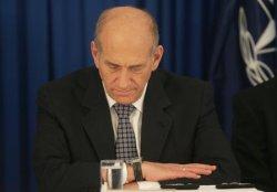 ISRAELI PM OLMERT SWEARS IN NEW POLICE COMMISSIONER IN JERUSALEM