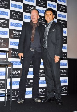 """Touch"" stage greeting in Tokyo"