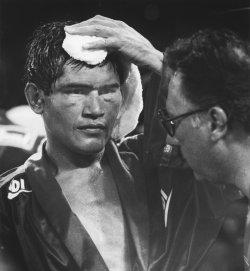 Jose Luis Ramirez loses against Julio Cesar Chavez