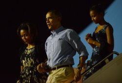 President Obama and Family Arrive in Hawaii