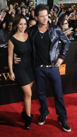"Jennifer Love Hewitt and Jamie Kennedy attend ""The Twilight Saga: New Moon"" premiere in Los Angeles"
