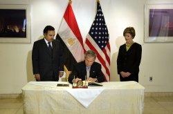 Bush visits Egyptian embassy