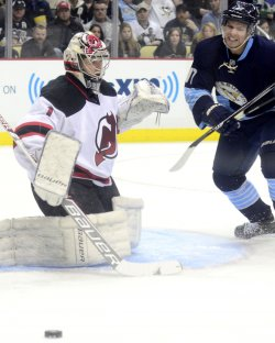New Jersey Devils goalie Johan Hedberg in Pittsburgh