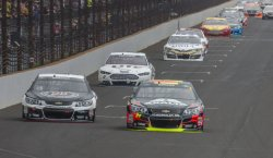 Jeff Gordon takes early lead