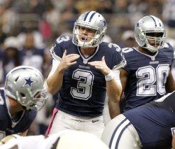 Cowboys QB Brandon Weeden changes play against New Orleans Saints