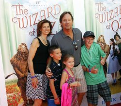 ACTOR KEVIN SORBO, WITH HIS FAMILY ATTEND THE PREMIERE OF THE WIZARD OF OZ 3D AT TCL CHINESE THEATRE IMAX IN LOS ANGELES