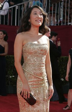 Sandra Oh arrives at the 61st Primetime Emmy Awards in Los Angeles