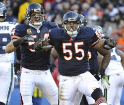 Bears Briggs, Urlacher celebrate against Seahawks in Chicago