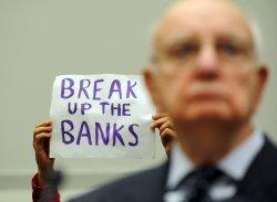 Bernanke, Volcker testify on banking regulation on Capitol Hill