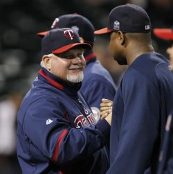 Twins Gardenhire celebrates win over White Sox in Chicago