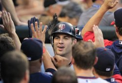 Twins Mauer homers against White Sox in Chicago