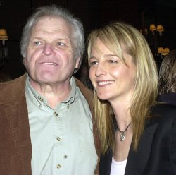 Helen Hunt, Brian Dennehy honored by the Drama League
