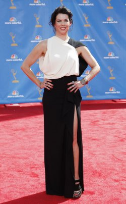 Lauren Graham arrives at the 62nd Primetime Emmy Awards in Los Angeles