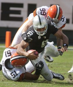 Raiders QB Jason Campbell breaks his collarbone in Oakland, California