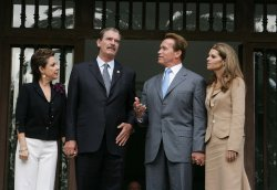 SCHWARZENEGGER MEETS WITH MEXICAN PRESIDENT FOX