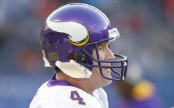Vikings Favre stands on field in Chicago against Bears