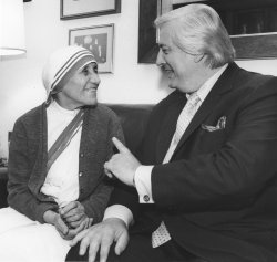 Rep. Henry Hyde chats with Mother Teresa