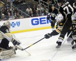 Bruins Rolston Shot Stop By Pens Fleury in Pittsburgh