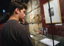 FAMILIES OF THE ASTRONAUTS THAT PERISHED IN SPACE SHUTTLE COLUMBIA VISIT YAD VASHEM