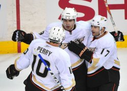 Anaheim Ducks' Joffrey Lupul scores in Washington