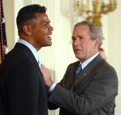 Twenty year NFL veteran Junior Seau dead at 43