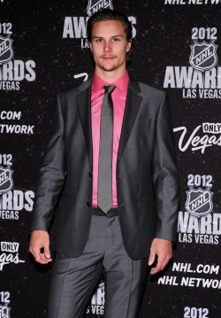 Erik Karlsson arrives at the 2012 NHL Awards in Las Vegas