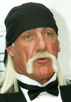 HULK HOGAN AND OTHERS ARE HONORED AT FATHERS DAY AWARD CEREMONY