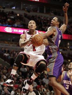 Suns Frye fouls Bulls Rose in Chicago