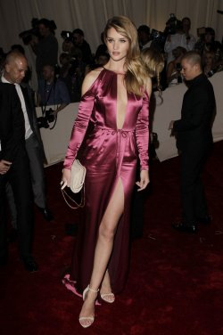 Rosie Huntington-Whiteley arrives at the Costume Institute Gala Benefit in New York