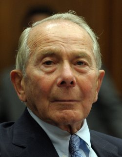 Former AIG chief testifies in Washington
