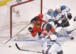 Blackhawks Brouwer falls against Sharks in Chicago