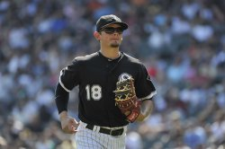 White Sox's Lillibridge runs off field against Twins in Chicago