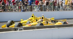 CASTRONEVES, HUNTER-REAY BATTLE FOR LEAD IN CLOSING LAPS