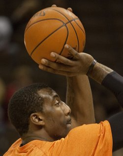 Knicks Stoudemire Warms Up at the Pepsi Center in Denver