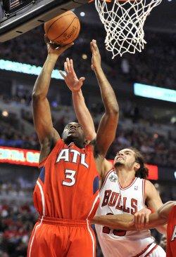 Hawks Wilkins shoots as Bulls Noah defends in Chicago