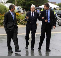 Sargent Shriver arrives at Senator Kennedy's memorial service in Boston