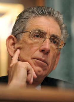 Vice Chairman of the Financial Crisis Inquiry Commission (FCIC) Phil Angelides in Washington