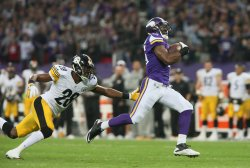 Viking's Greg Jennings scores a touchdown